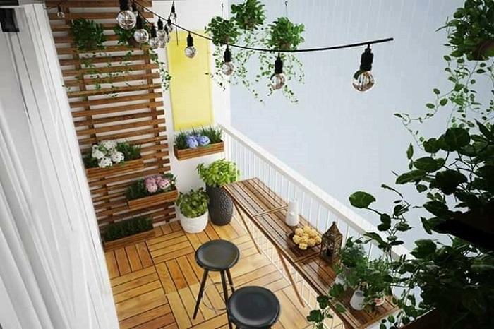 Ban công chung cư đẹp hơn với những chiếc ghế trang trí